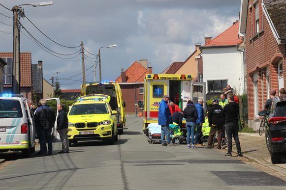 Tijdens de reanimatie werd de straat afgesloten voor het verkeer.