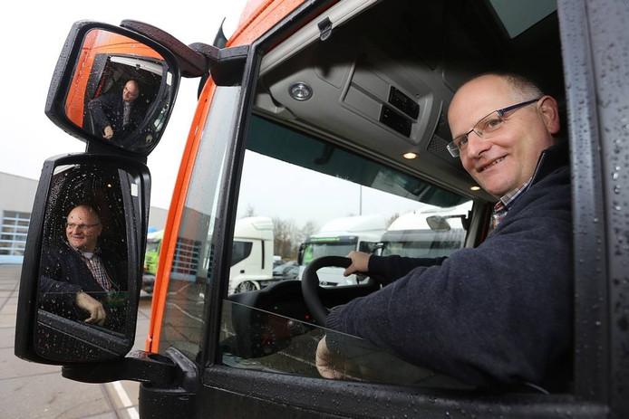 SGP-raadslid Richard Tiemstra heeft van een hobby - rijden met vrachtwagens - zijn werk gemaakt.