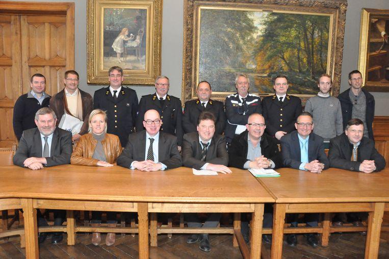 De nieuwe zoneraad Oost met vooraan in het midden Piet Buyse en Filip Antheunis.
