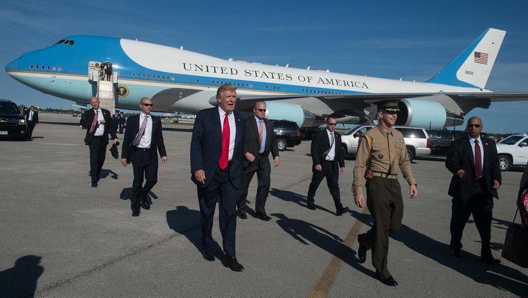 President Trump komt aan op de luchthaven van Palm Beach. Beeld AFP
