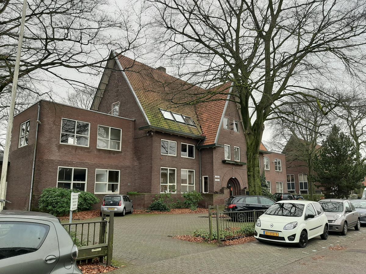 In de voormalige kweekschool komen zes appartementen.