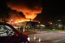 Grote brand bij bedrijf in Waalwijk inmiddels onder controle.