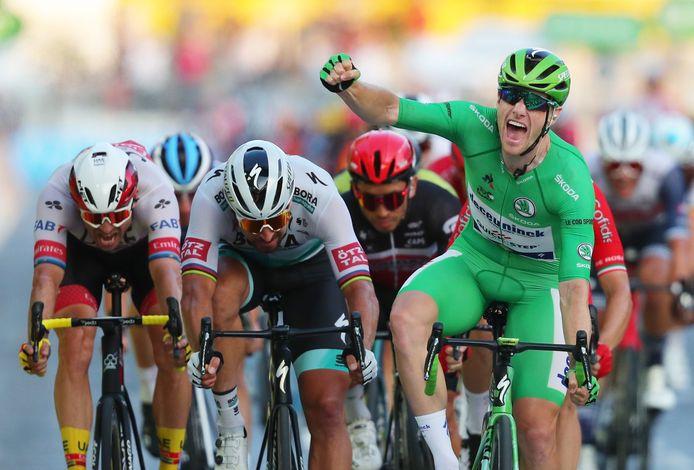 L'étape et le maillot vert: coup double pour Sam Bennett sur les Champs Elysées.