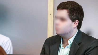 Proces Pokémon-moord: Van Den Broeck toont op pop hoe hij slachtoffer heeft gewurgd