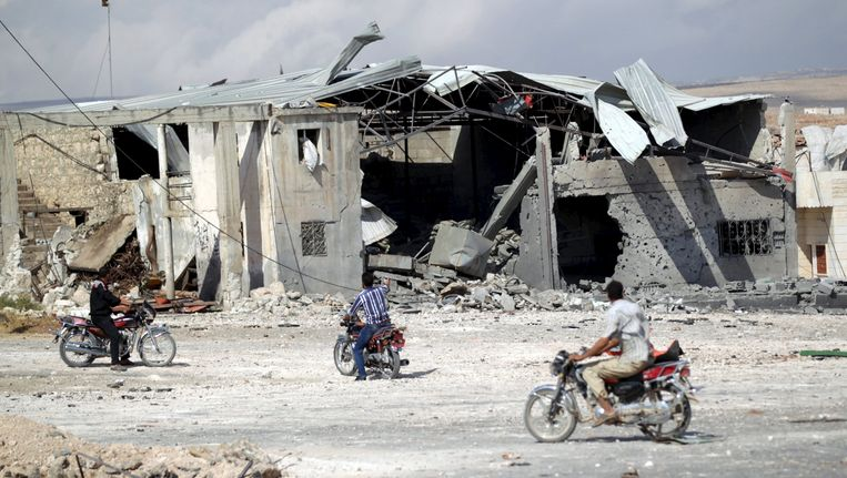 Ingestorte huizen na luchtaanvallen door Russische gevechtsvliegtuigen in Babila, op het platteland van de Syrische provincie Idlib. Beeld reuters
