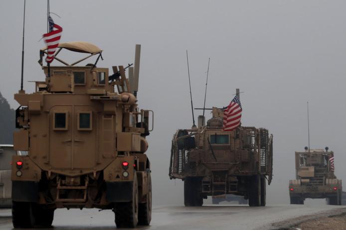 Amerikaanse legervoertuigen in Noord-Syrië