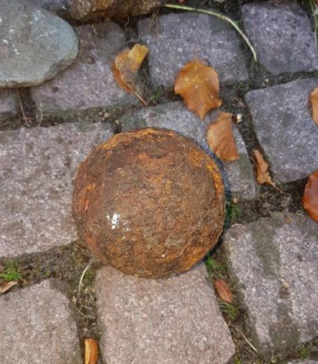 Paar honderd jaar oude kanonskogel gevonden in Bergen op Zoom