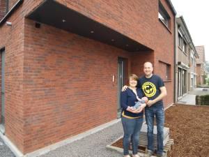 Ce couple a construit sa maison avec un système de construction unique