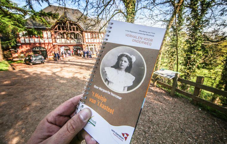 De brochure met de wandelroute rond Marguerite Yourcenar.