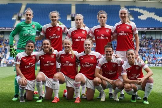 De basiself van Arsenal met Sari van Veenendaal (linksboven), Vivianne Miedema (bovenste rij tweede van links), Dominique Bloodworth (bovenste rij tweede van rechts) en Daniëlle van de Donk (linksonder).