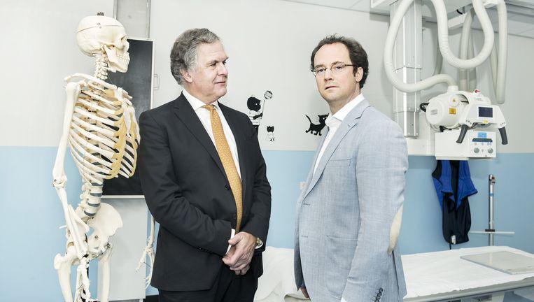 Loek Winter en Willem de Boer in 'hun' Zuiderzee Ziekenhuis Lelystad. Beeld Sanne De Wilde