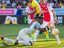 LIVE | Ajax opgelucht, VVV-goal afgekeurd dankzij VAR