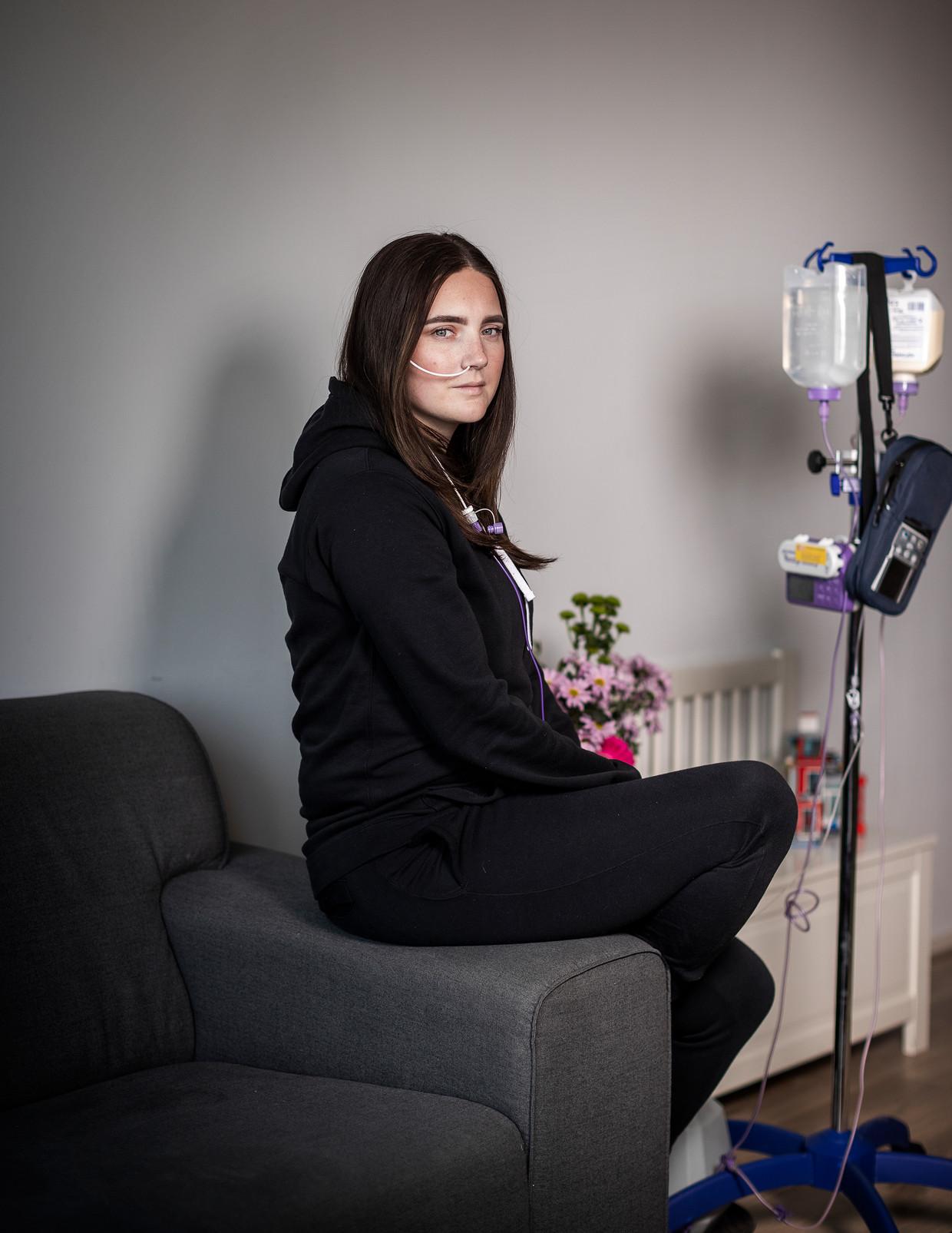 Stephanie Juliana Harmsen (28) uit Zoetermeer lijdt aan chronische alvleesklierontsteking. Beeld Jiri Büller