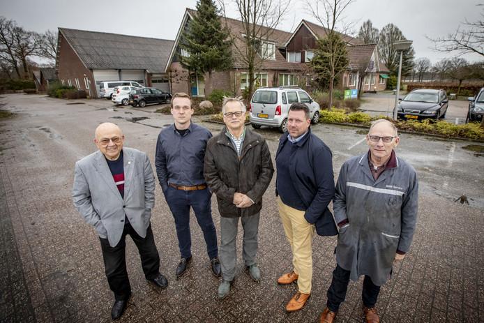 Zij pleiten voor revitalisatie van het bedrijventerrein: vanaf links Joy Laarhoven, Robin Verheijen, Bert Bos, Xander Schurink en Jan Frons.