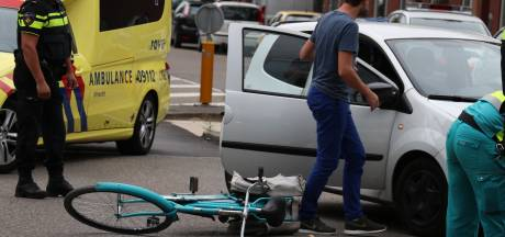 Fietsster in Utrecht gewond na botsing met automobilist