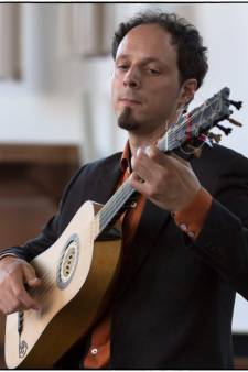 Virtuoze gitarist Izhar Elias in Tholen