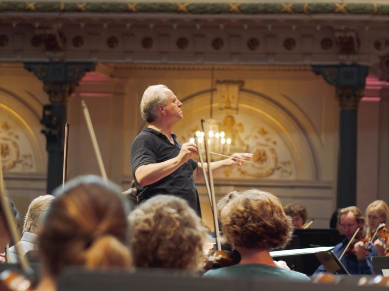 Dirigent  Manfred Honeck. Beeld Pétrie de Vrie