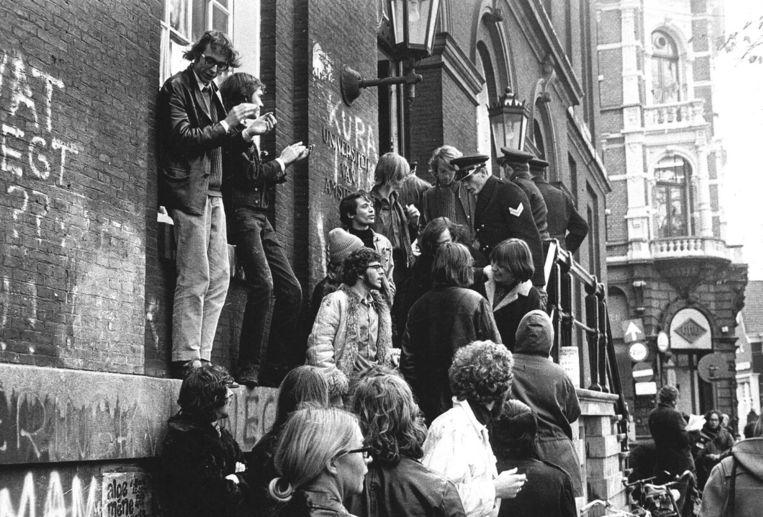 De bezetting van het Maagdenhuis in Amsterdam door studenten in 1969 Beeld ANP