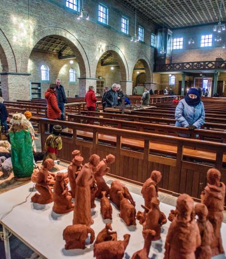 Verkoop inventaris Catharinakerk: kerstgroepen met gratis knielkussentje