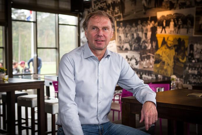 Stan Valckx in de kantine van DEV in Arcen. Daar speelt de tehnisch directeur van VVV-Venlo samen met Luc Nilis.