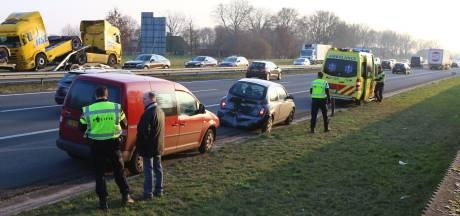 Vier auto's botsen op A50 bij Veghel, wonderbaarlijk geen gewonden