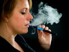 Vanaf morgen verbod op e-sigaretten in cafés en restaurants: 'Het werd hoog tijd'