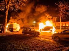 Drie auto's branden af in Geldrop, mogelijk sprake van brandstichting