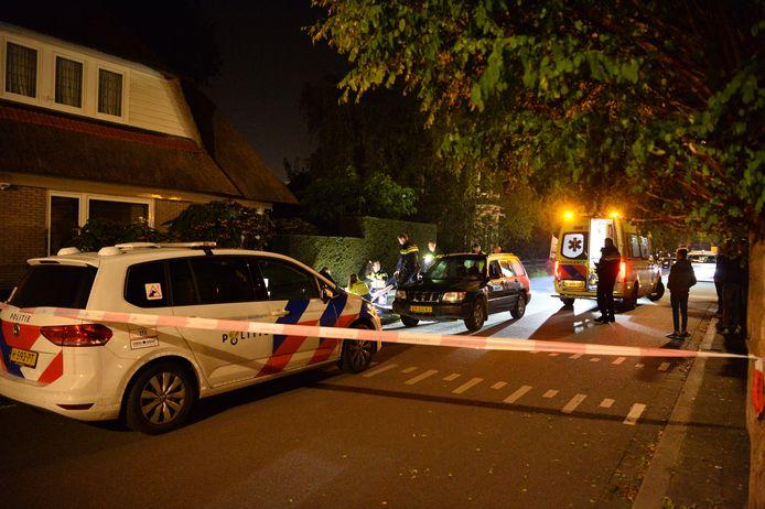 De plek waar het gewonde slachtoffer werd gevonden, is door de politie afgezet.