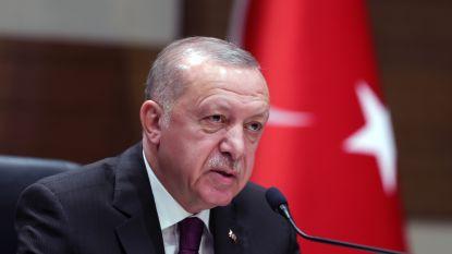 """Erdogan beschuldigt Arabische landen die vredesplan steunen van """"verraad"""" en dreigt met militair ingrijpen in Syrië"""