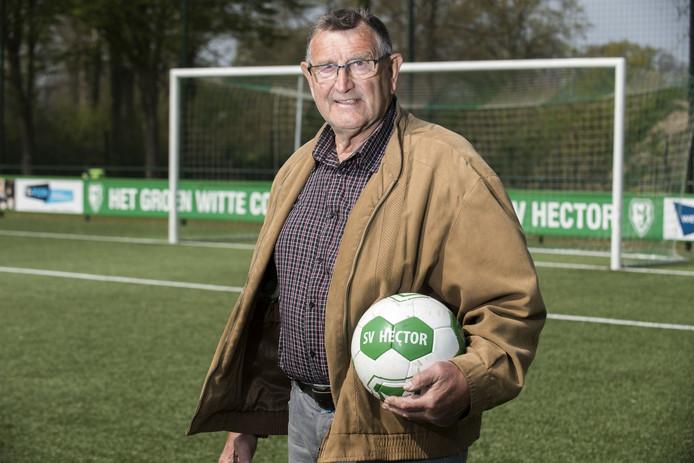 Voetballer Hennie Rouwhof van Hector stopt na 65 jaar met voetballen bij zijn geliefde club