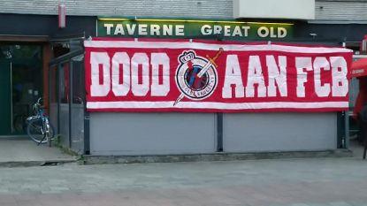 """FT België. Berucht Antwerp-spandoek duikt opnieuw op - Cobbaut 6 tot 8 weken out - Nieuwe doelman Charleroi: """"Wil carrière herlanceren"""""""