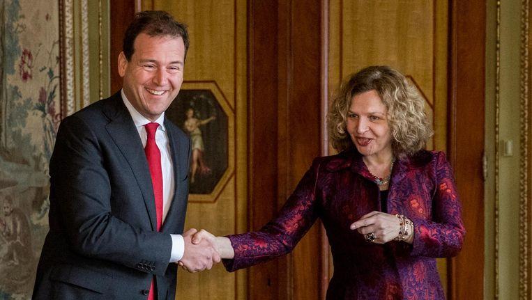 Lodewijk Asscher (PvdA) komt aan bij de Tweede Kamer voor een gesprek met Edith Schippers. Beeld anp