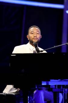 Après la perte de leur enfant, John Legend dédicace une chanson bouleversante à sa femme