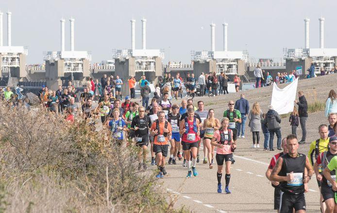 Deelnemers aan de Kustmarathon 2019.