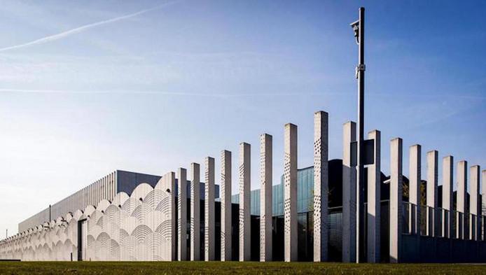 De extra-beveiligde rechtbank op Schiphol waar de zaak wordt behandeld