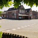 Twee jaar geleden ging de deur van De Adelaar op slot. Na zo'n 113 jaar dienst te hebben gedaan als kroeg. Het is inmiddels verbouwd tot vier fraaie woningen.