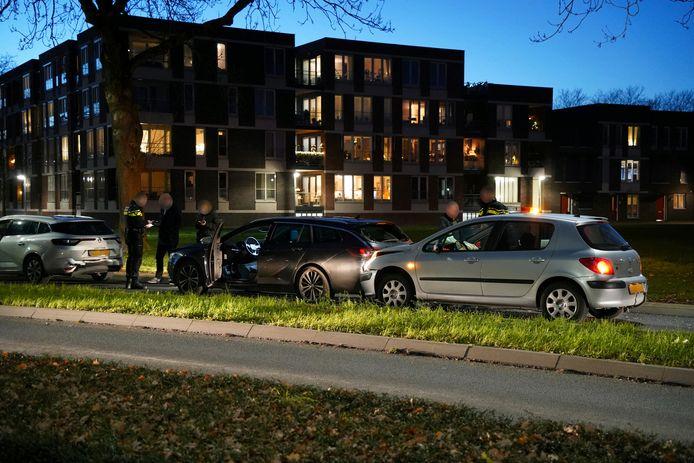 De achterste twee auto's van de kopstaartbotsing op de Oude Doesburgseweg in Zevenaar moesten worden afgesleept.