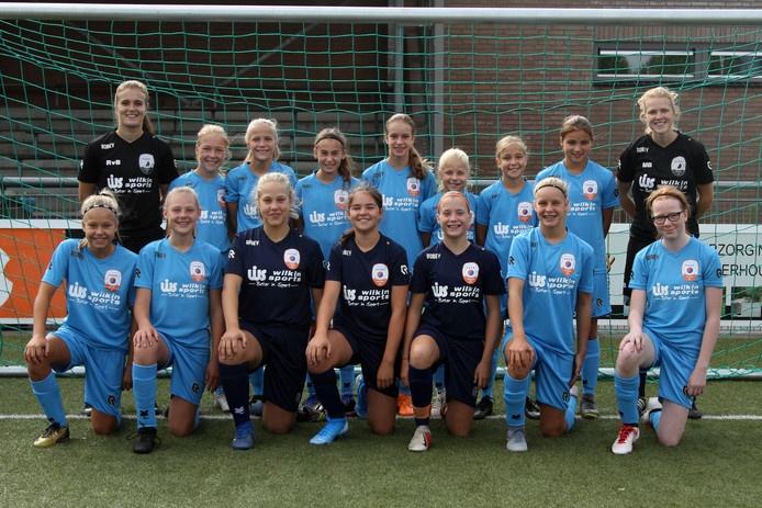 De dames van VOAB met linksboven Romy van Bakel en rechtsboven Merel Bormans.