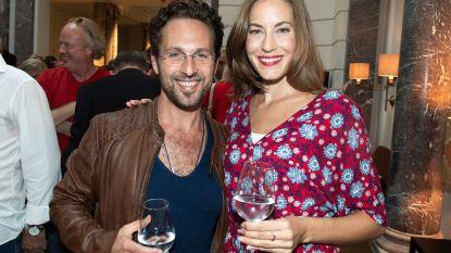 """'Thuis'-acteur Christophe Haddad trouwt volgend jaar met ex-Miss Nederland: """"Niets kan tippen aan wat ik voor Sanne voel"""""""