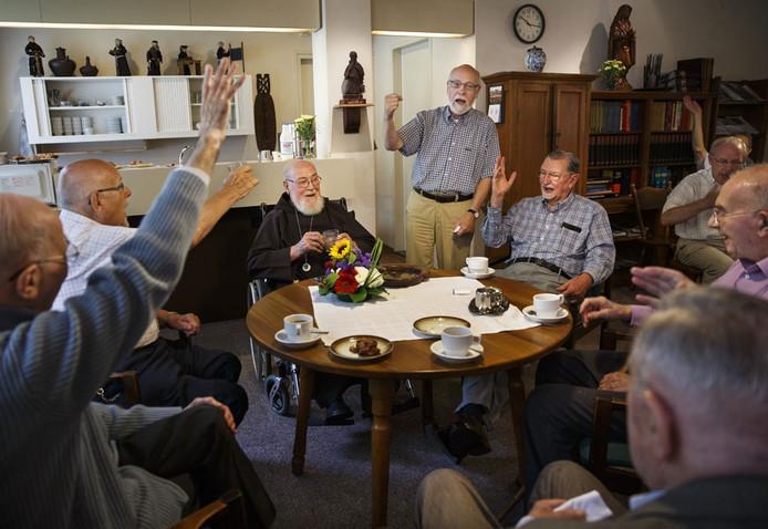 Pater Salvius viert zijn 88ste verjaardag in het klooster waar hij woont in Tilburg.