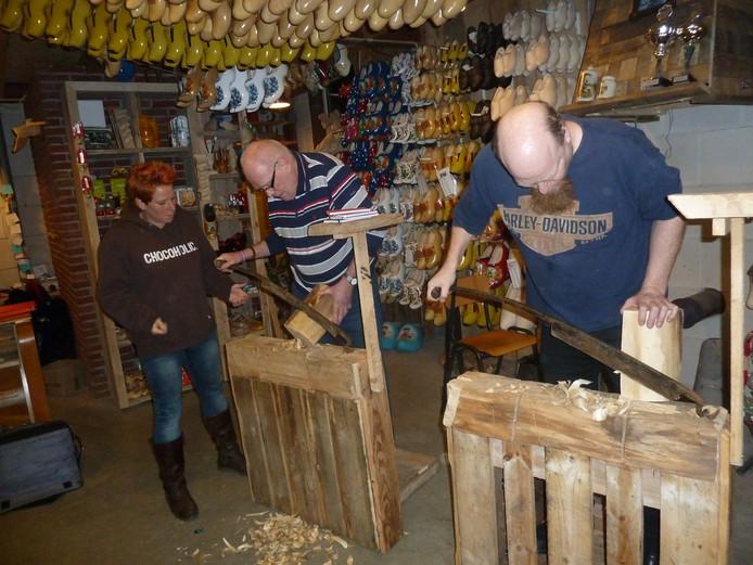 Cursisten Ben Smeltink en Gidy Swinkels, met helper Nicole van Aarle.