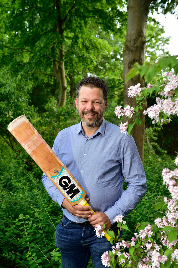 Wijnand van Huut (45) is aanvoerder van Goudse Cricket Club Olympia.
