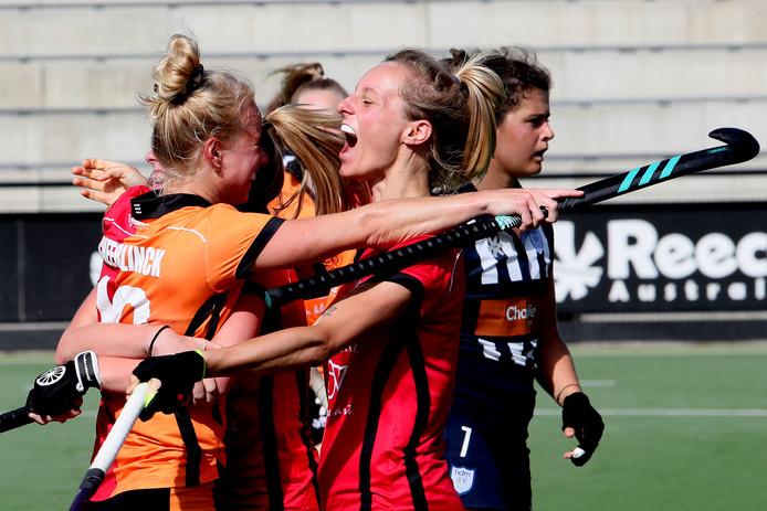Oranje-Rood juicht in de gewonnen wedstrijd tegen HDM.