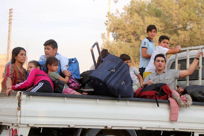 Koerdische families vluchten massaal weg uit het gebied.