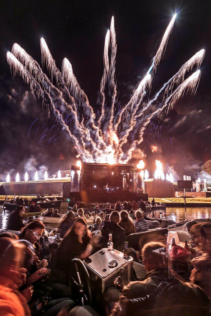 Maritiem 's-Hertogenbosch trapte gisteren avond af met een knallende vuurwerkshow aan de Citadel.