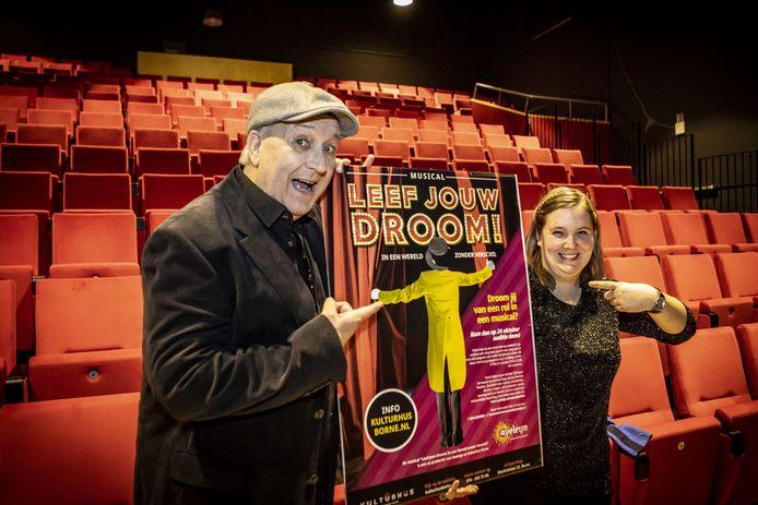 Eddy van der Schouw en Sabrina Pellen wijzen er nog maar eens goed op: Aveleijn en Kulthus gaan gezamenlijk met een musical langs kleine Twentse theaters.