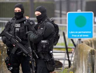"""Streng bewaakte raadkamer eerste stap naar terreurproces-22 maart: """"Identiteitscontroles, politiehonden en zwaarbewapende agenten. En dat alles nog voor je geparkeerd staat"""""""