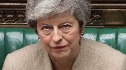 """May riskeert """"complete ineenstorting"""" van regering door brexit-impasse"""