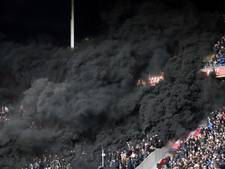 VIDEO: Kinderen in paniek na rookbommen tijdens PSV - Ajax: Eindhovenaar aangehouden