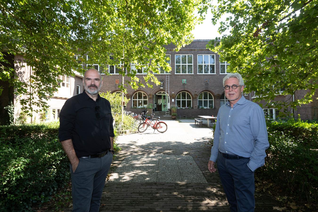 Eric Kruyssen (rechts), mede-eigenaar van de Meisjesvakschool en zijn architect Lars Courage voor de voormalige Meisjesvakschool in Zutphen.